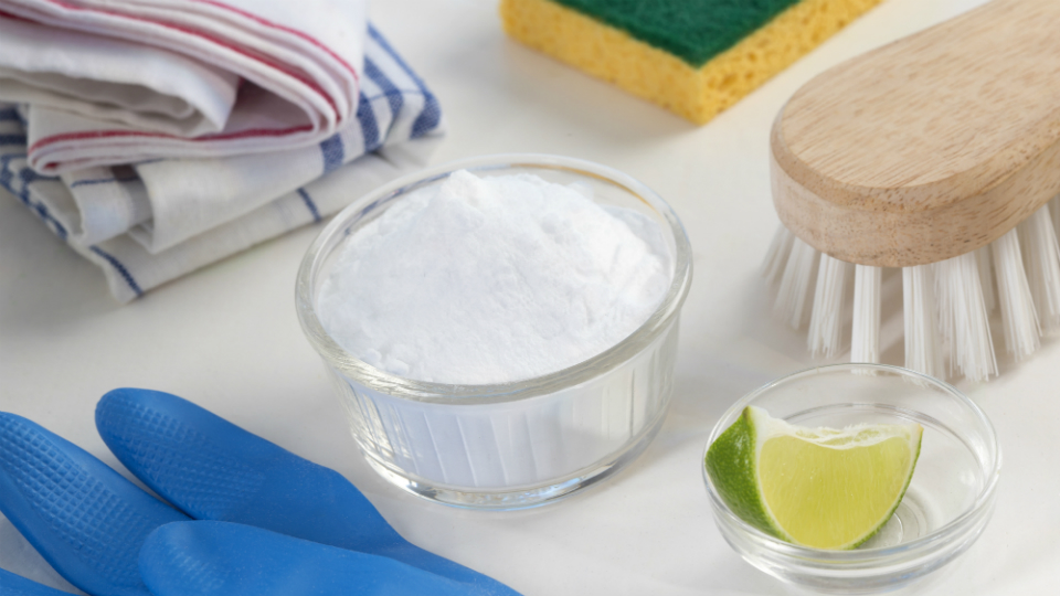 Baking soda + essential oil: Natural all-purpose cleaner of your dreams