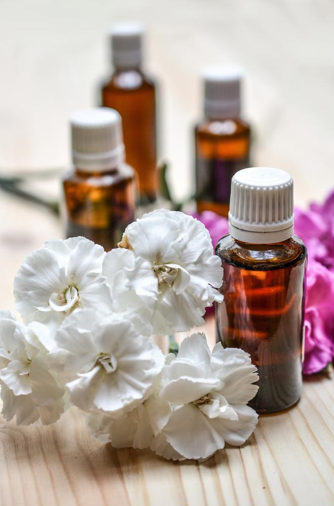 Essential Oils That Kill Bacteria: How To Use Lavender, Cinnamon, Tea Tree And More