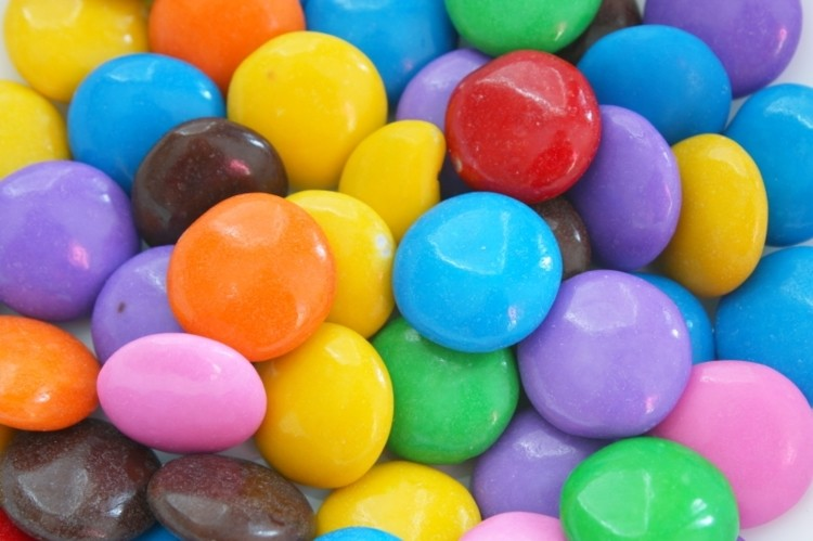 Eating the rainbow: The effect of food colour on consumption