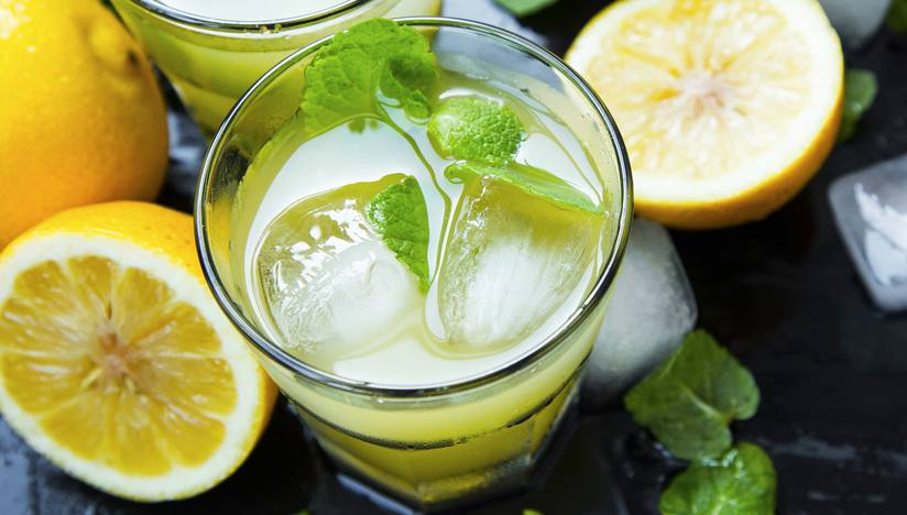 lemon cocktail with mint