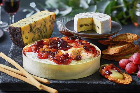 Tesco_Finest_French_Brie_with_Truffle_300dpi