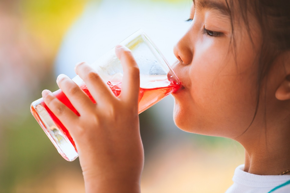 Researchers say water is the best choice for kids, with low-calorie sweetened drinks linked to higher calorie intake | Food Navigator