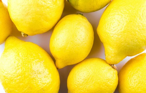 Sniffing lemons can make you feel thinner, while the scent of vanilla does the opposite, study shows | Studyfinds