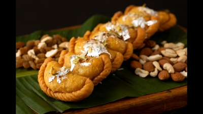 Binge on delicious, healthy gujiyas of different flavours | INDIA New England News